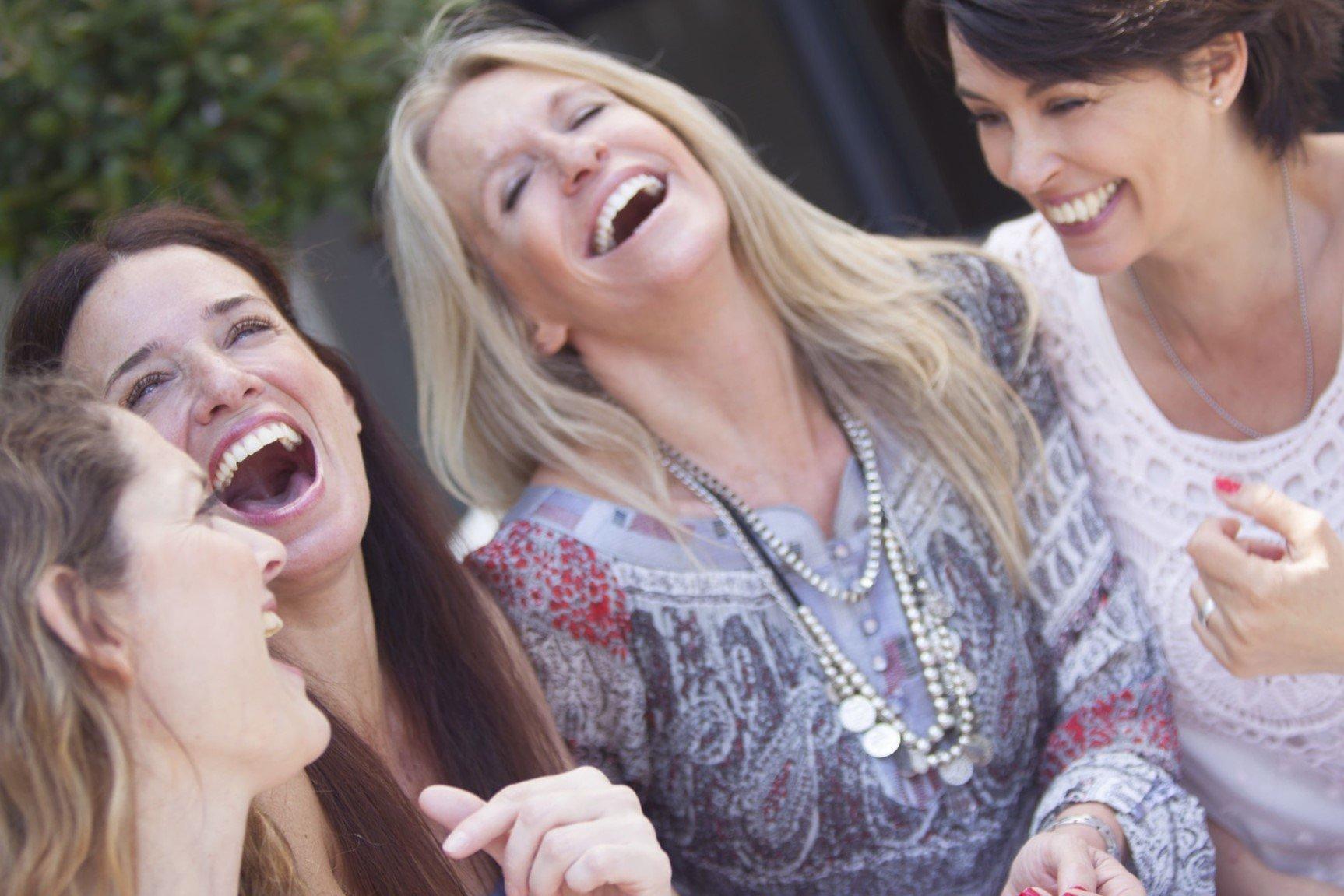 יוגה צחוק לנשים