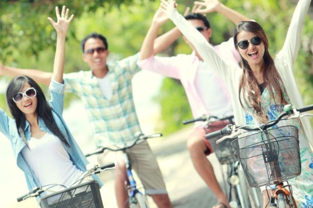 רכיבה על אופניים במהלך יום כיף בצפון